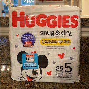 Huggies Snug & Dry Diapers Size 5 NWT